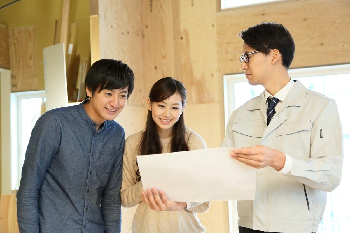 工事期間中に行われる建築検査。建築会社の確認を取ったうえで、都合が付けば立ち合いたい(画像/PIXTA)