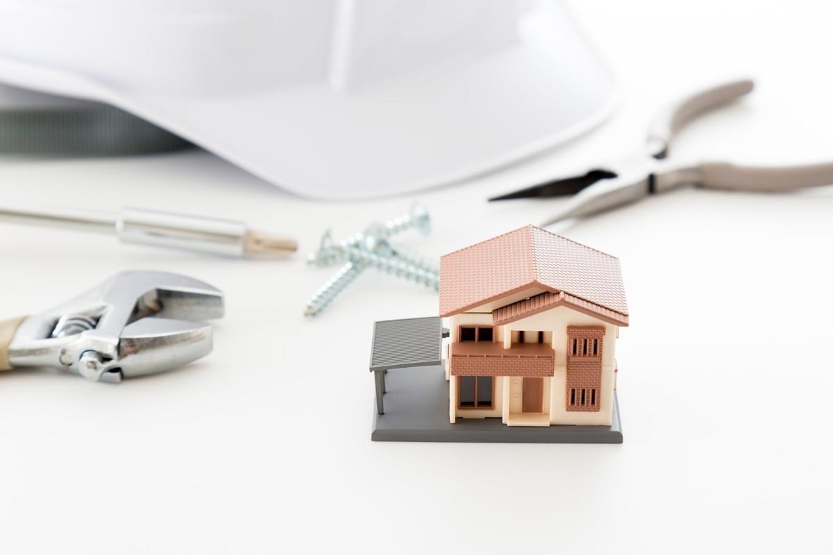 長く快適に住み続けるためにメンテナンスは必須。契約前に必ず確認しておきたい(画像/PIXTA)