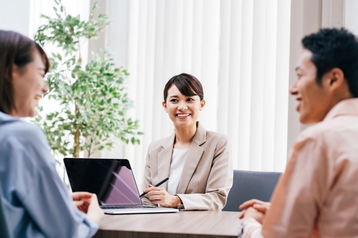 講座の後、希望者には住宅ローン借入シミュレーションや、要望に合う建築会社の紹介などのサービスも受けられる(画像/PIXTA)