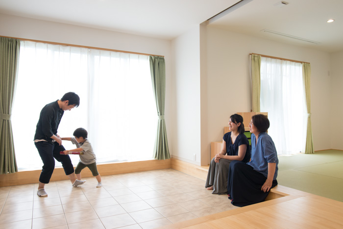 夫婦と子ども、妻の母の4人で暮らす二世帯住宅