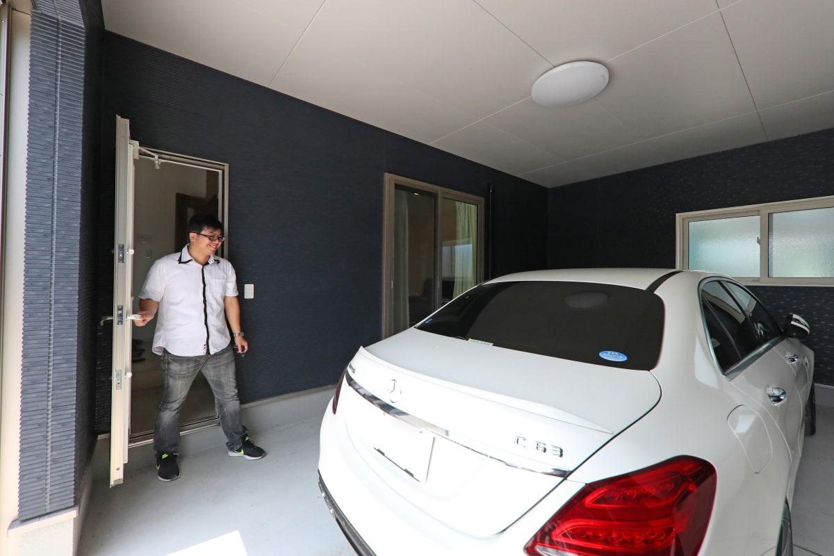 玄関から直通のガレージ