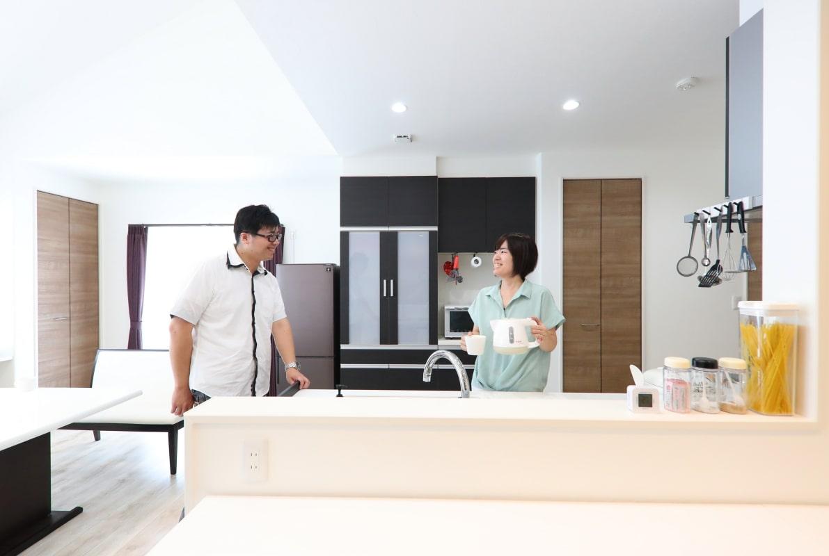 キッチンとDさん夫妻