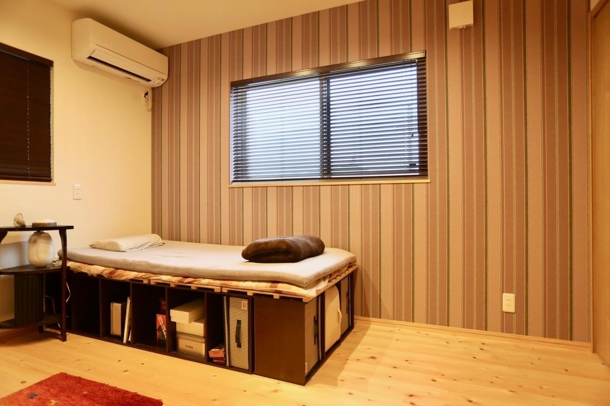 アクセントクロスのある寝室/注文住宅実例