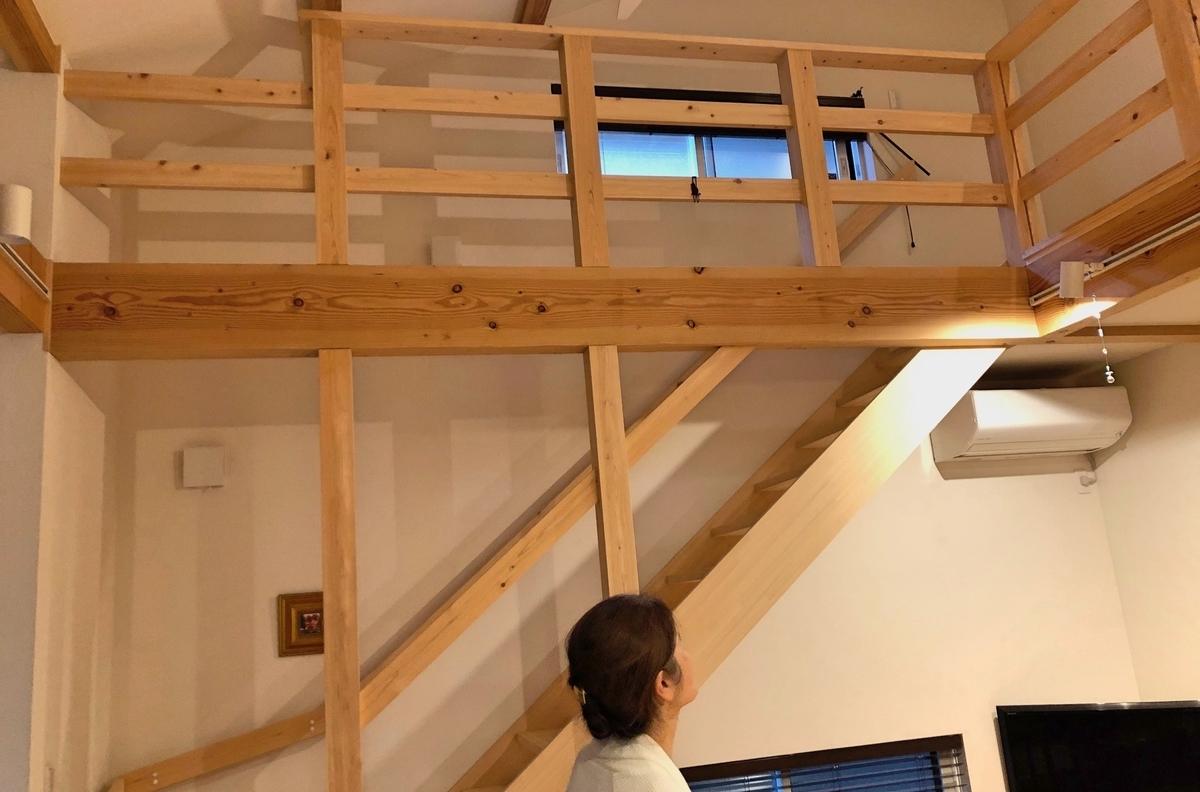 縦と横に木材をあしらった井桁/注文住宅実例