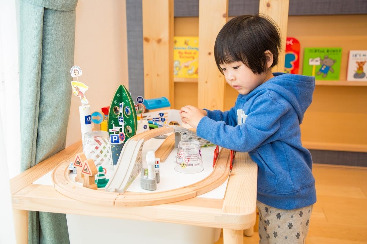 リビングにある子どもの遊び場/注文住宅実例