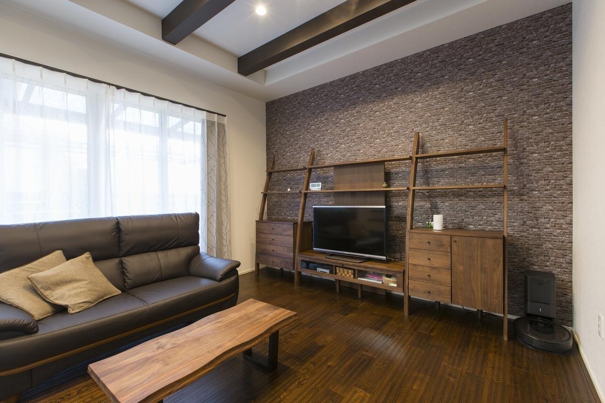 天井が高く、採光もばっちりの梁見せのLDK/注文住宅実例