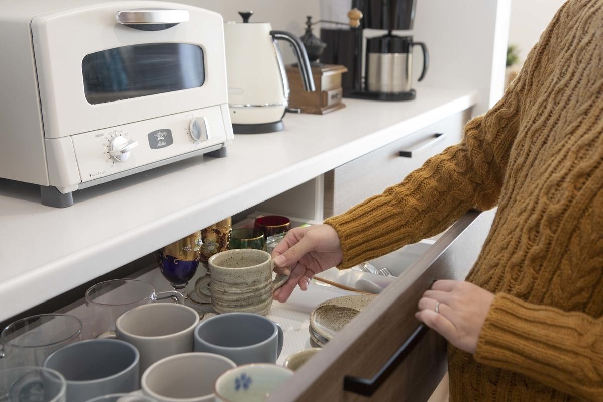 キッチンで便利な引き出しタイプの収納/注文住宅実例