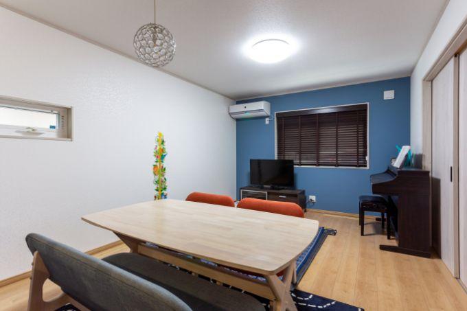 大きなテーブルや椅子も入る余裕のあるリビング/注文住宅実例