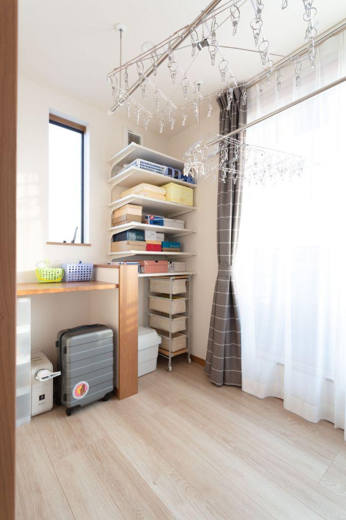 二面採光で洗濯を快適にしているランドリースペース/注文住宅実例