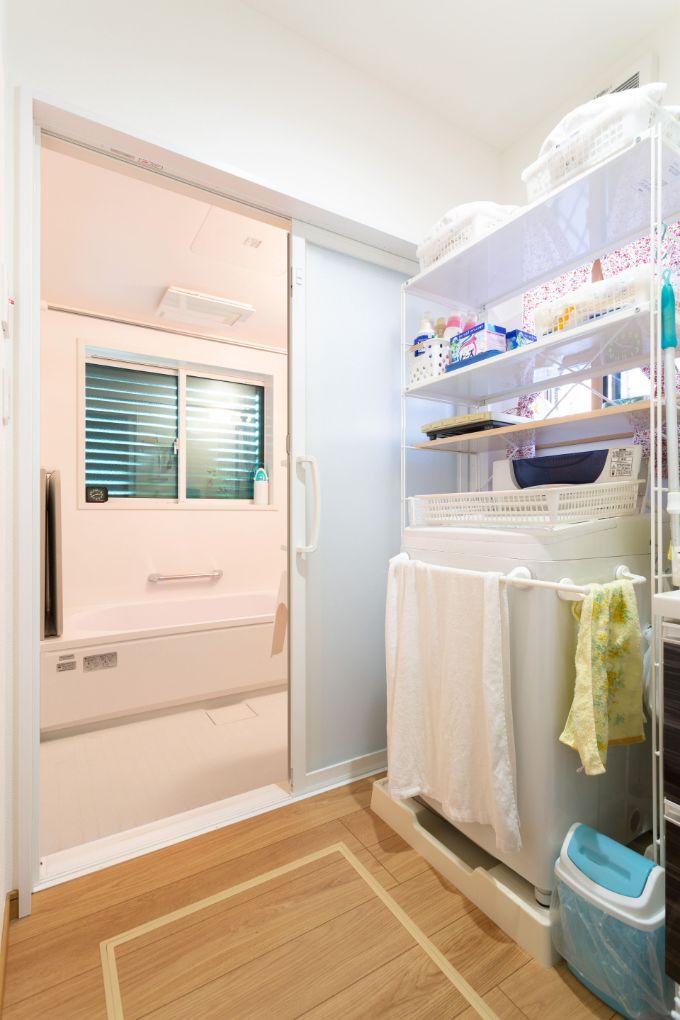 引き戸で空間を広くしている浴室/注文住宅実例