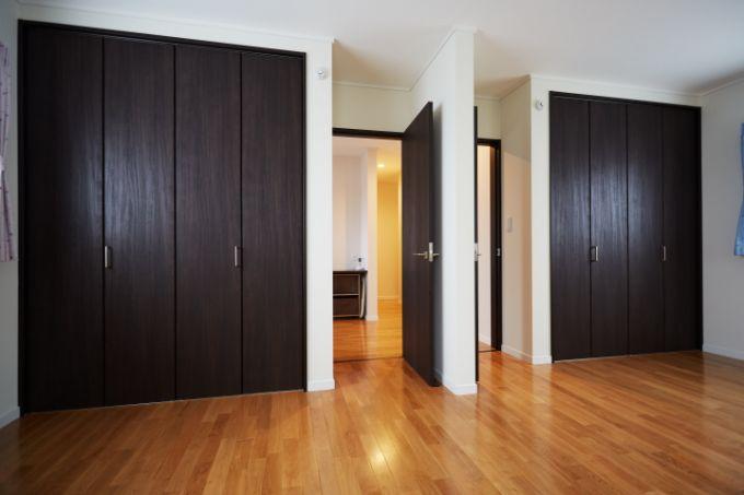 将来区切ることができるようシンメトリーにドアを配置した子供部屋/注文住宅実例