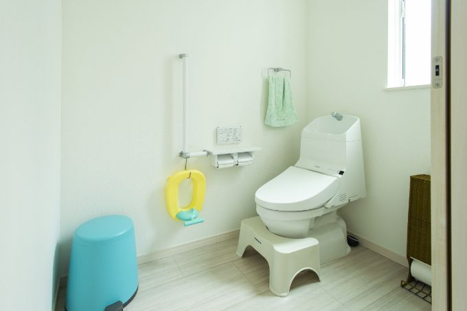 車椅子の使用を考えてバリアフリーにしたトイレ/注文住宅実例