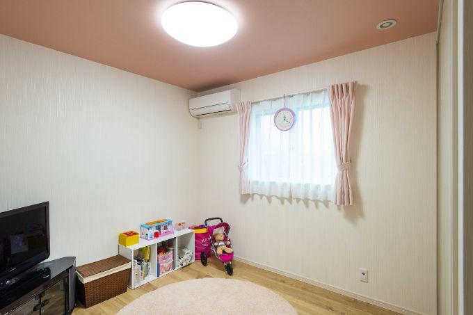ピンクを基調にしてかわいらしい子供部屋/注文住宅実例