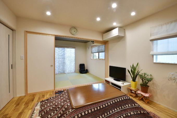 むく材にこだわりオーク材を使用したリビングの床/注文住宅実例