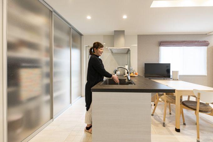 セラミックトップで熱や傷に強いキッチン/注文住宅実例