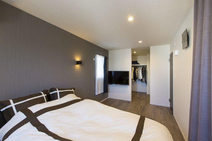 ホテルのような落ち着いた印象にした寝室