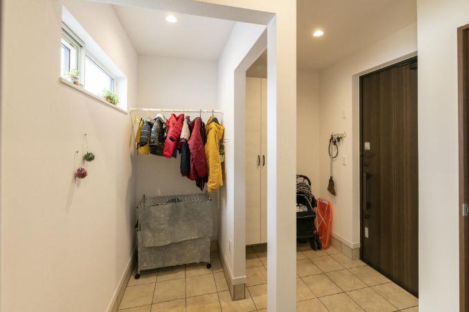 玄関に設けた靴のまま入れるシューズインクロゼット/注文住宅実例