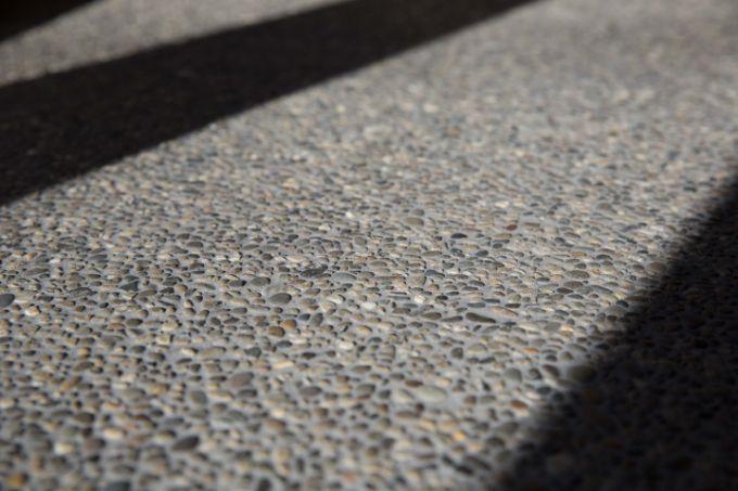 洗い出し仕上げを施した土間の表面