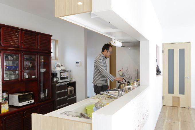 広々としているので大人二人でも楽に作業ができるキッチン/注文住宅実例