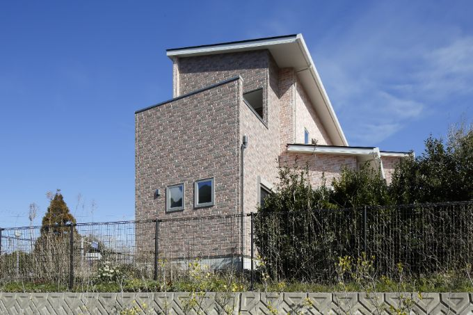 ランニングコストを抑えた素材のサイディング材を使ったレンガ調の外観/注文住宅実例