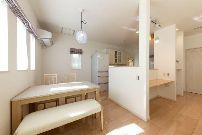 家事動線を考えた回遊型の対面式キッチン/注文住宅実例