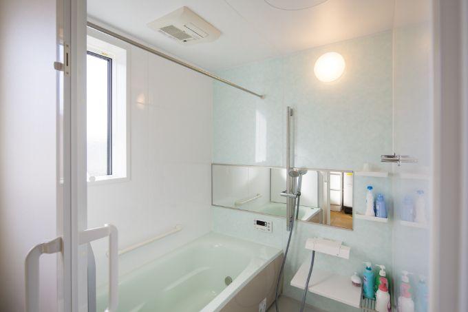 オプションで物干しポールをつけた浴室乾燥機付きバスルーム/注文住宅実例
