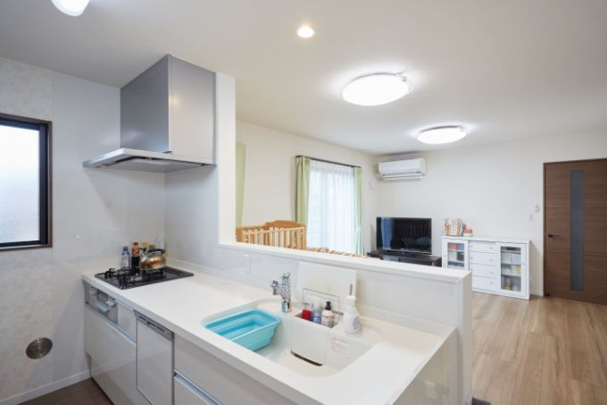水回りのお手入れと洗い物のストレスが少ない食洗器付きのペニンシュラ型キッチン/注文住宅実例