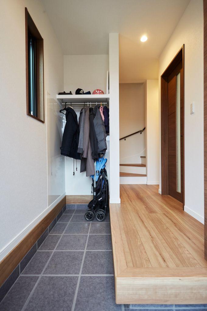 縦長でスペースを広くとった玄関/注文住宅実例