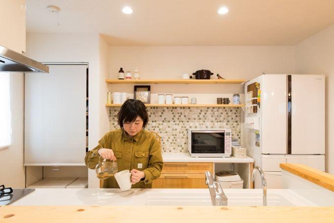 グリーンのタイルがかわいらしいアクセントのキッチン/注文住宅実例