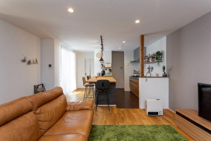 リビングとキッチンは分断されず開放感がある/注文住宅実例