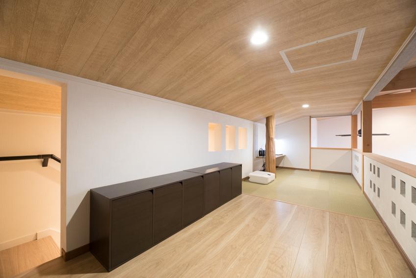 職人が壁をデザインし、柱に実家の木を使用したロフト/注文住宅実例