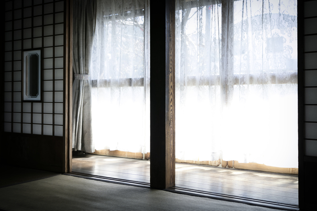 日本家屋の掃き出し窓の写真