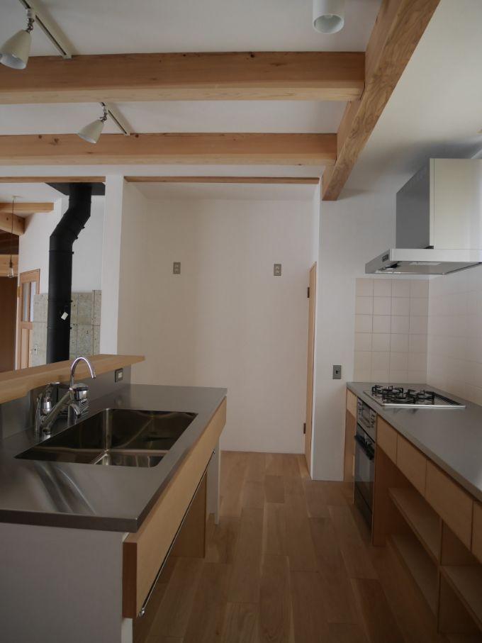 冷蔵庫が2台置けるオープンキッチンのある注文住宅実例