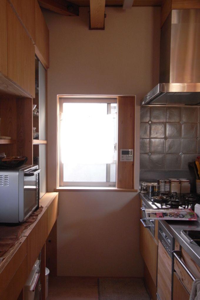 キッチンの近くにパントリーがある注文住宅実例