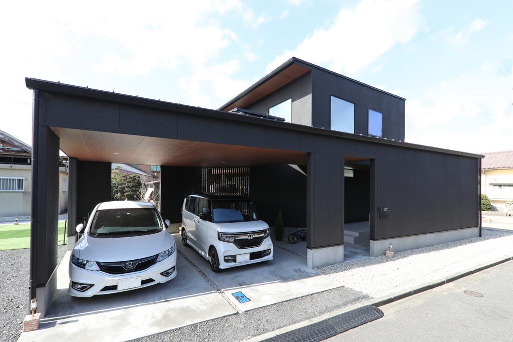 車2台が入る大きなガレージ/注文住宅実例