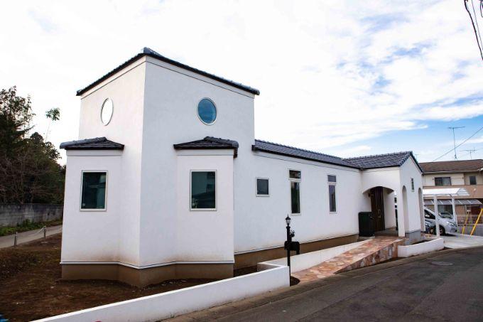 ガウディの建築物を意識した個性的な外観/注文住宅実例