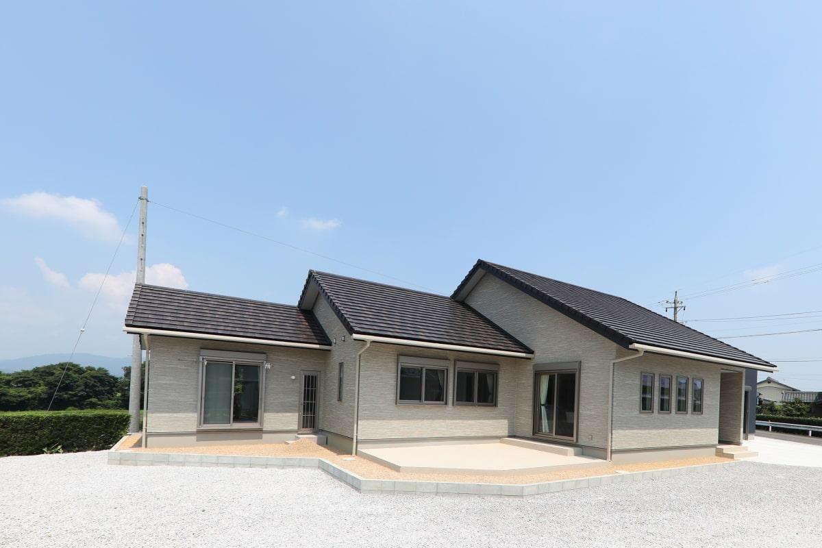 三角屋根が連なる外観/注文住宅実例