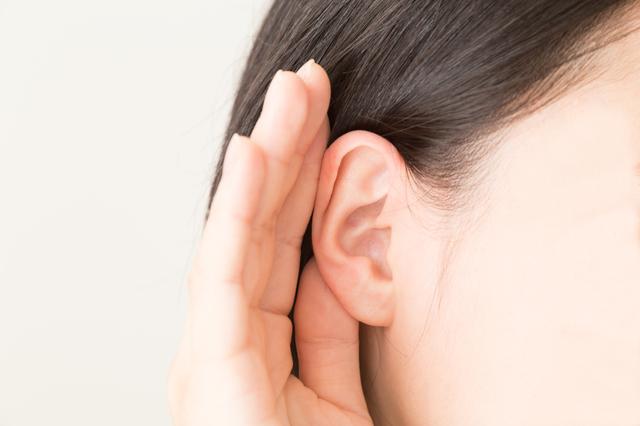 耳を澄ませる画像