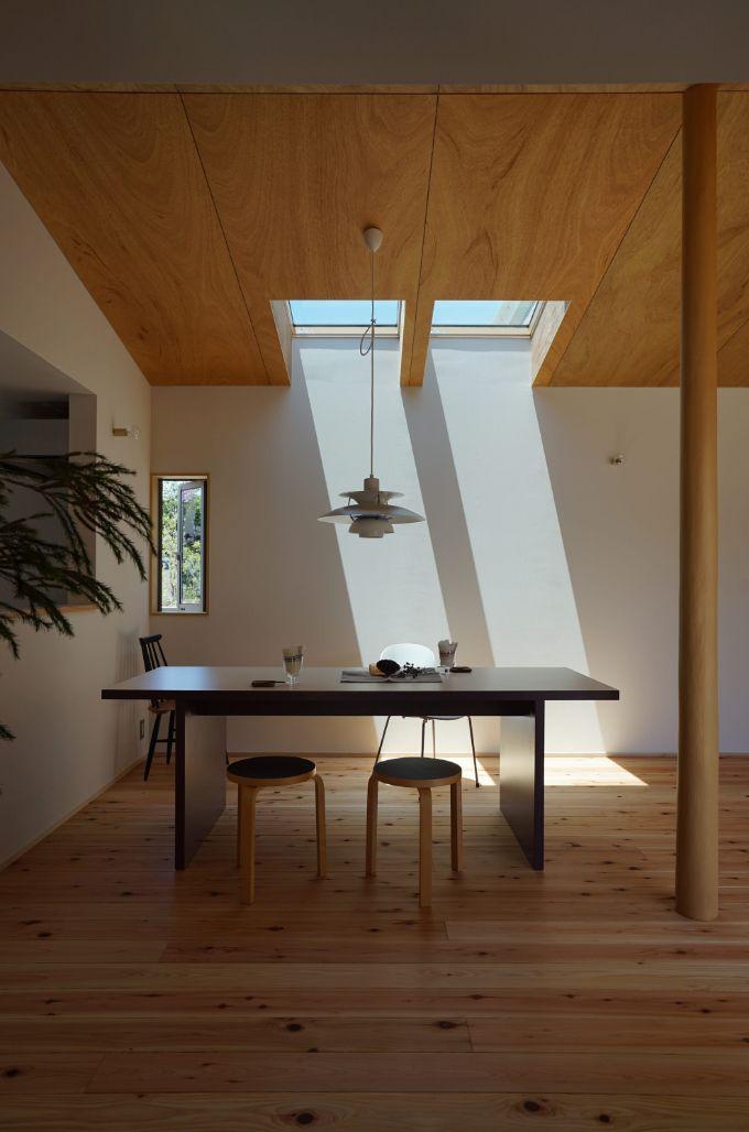 ダイニングに設けられた2つの天窓がある注文住宅実例