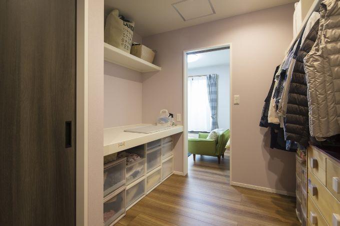 主寝室と母の部屋の間に設けたウォークインクロゼット/注文住宅実例