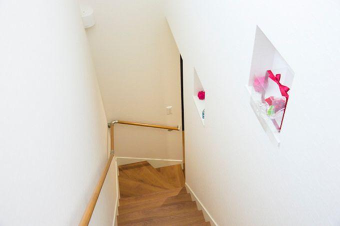 アクセントにニッチを取り付けた階段/注文住宅実例