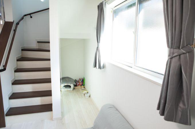 階段下に設けた猫用のスペース/注文住宅実例