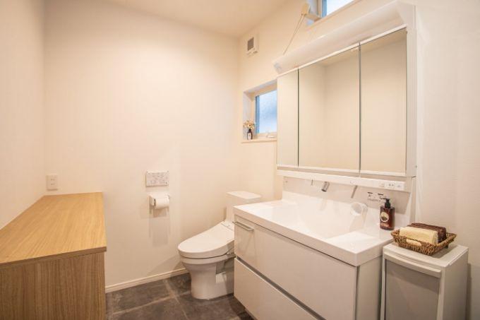 洗面室と一体のトイレ/注文住宅実例