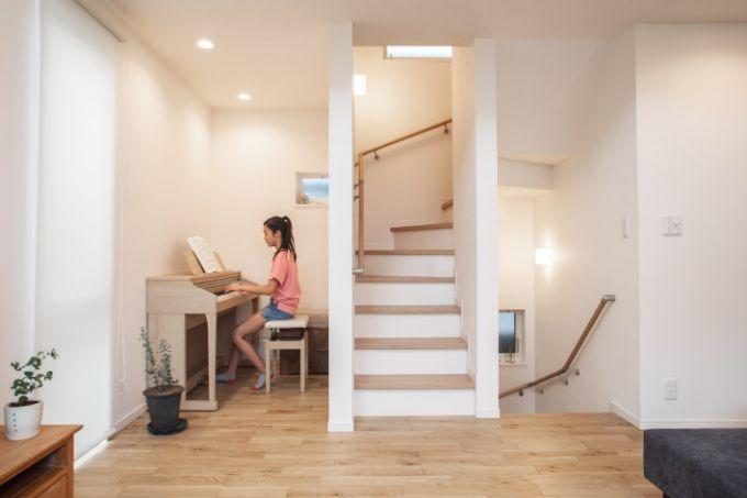 リビング横に設けたピアノコーナー/注文住宅実例