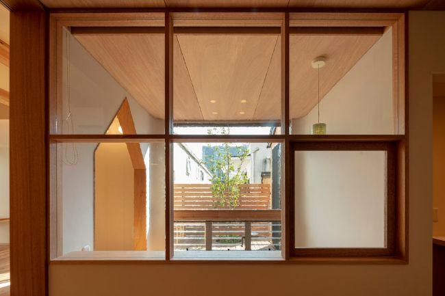 室内窓の向こうに見えるヌックの実例