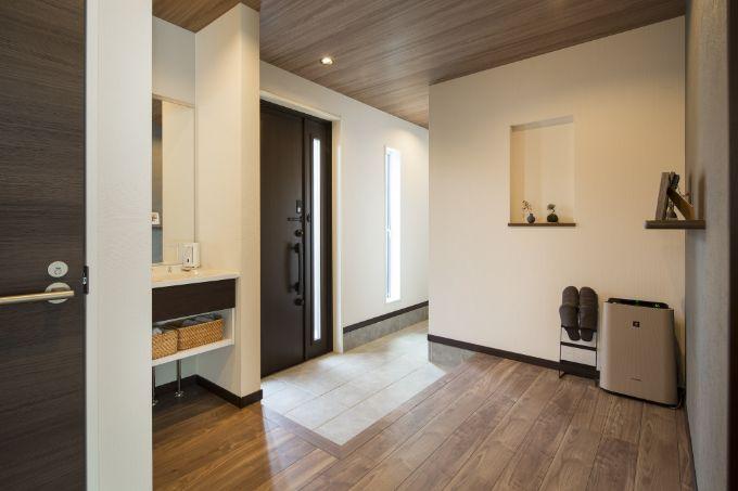 洗面台のある玄関ホール/注文住宅実例