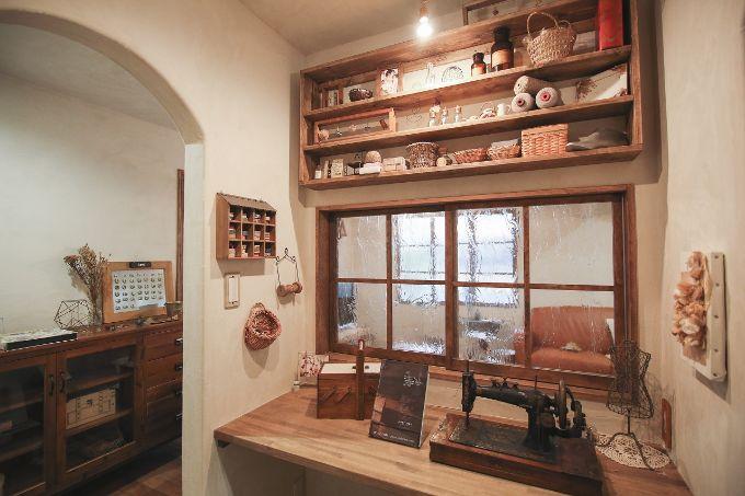 裁縫ルームに室内窓を設けた注文住宅実例