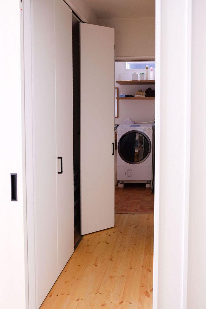 洗面所とリビングの間に設けたファミリークロゼット