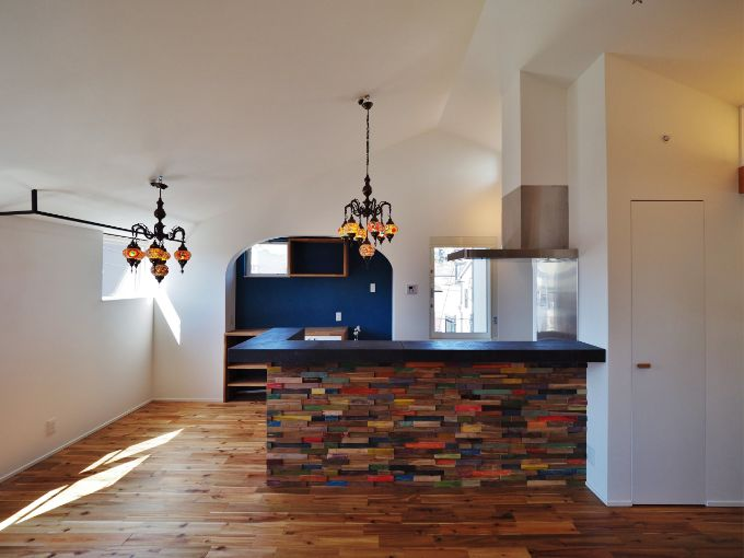 キッチンに下がり壁を設けた注文住宅実例
