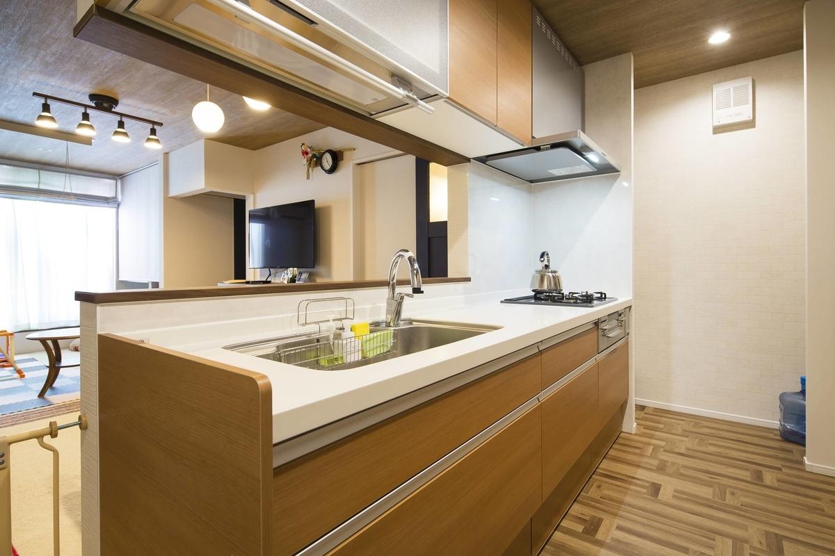 下がり壁を設けたキッチンカウンター/注文住宅実例
